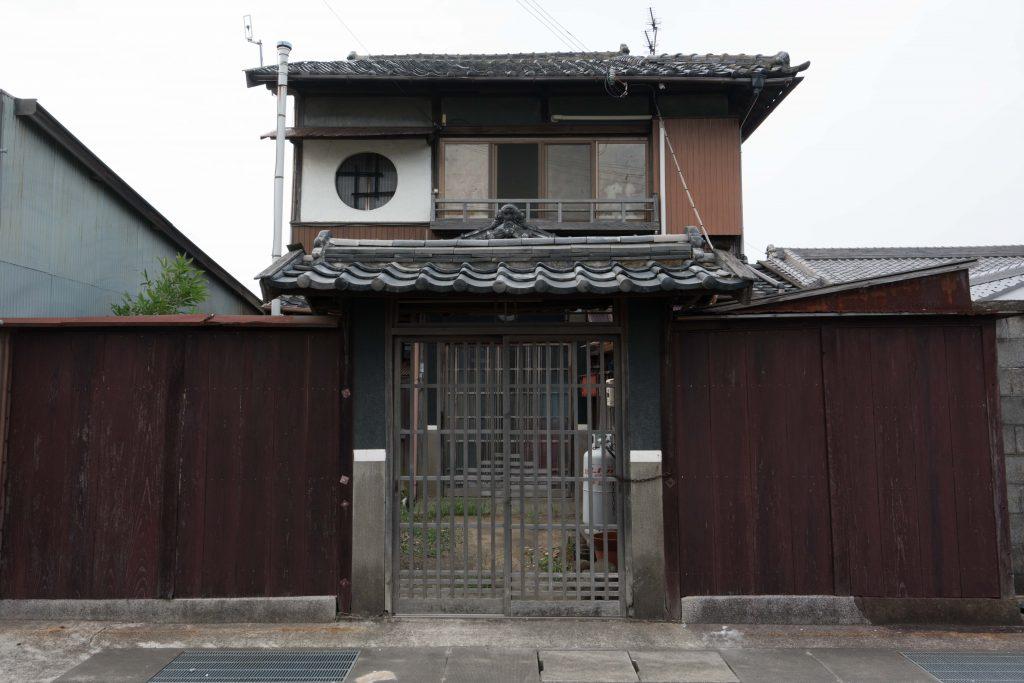 御坊 南新地近く 丸窓の家